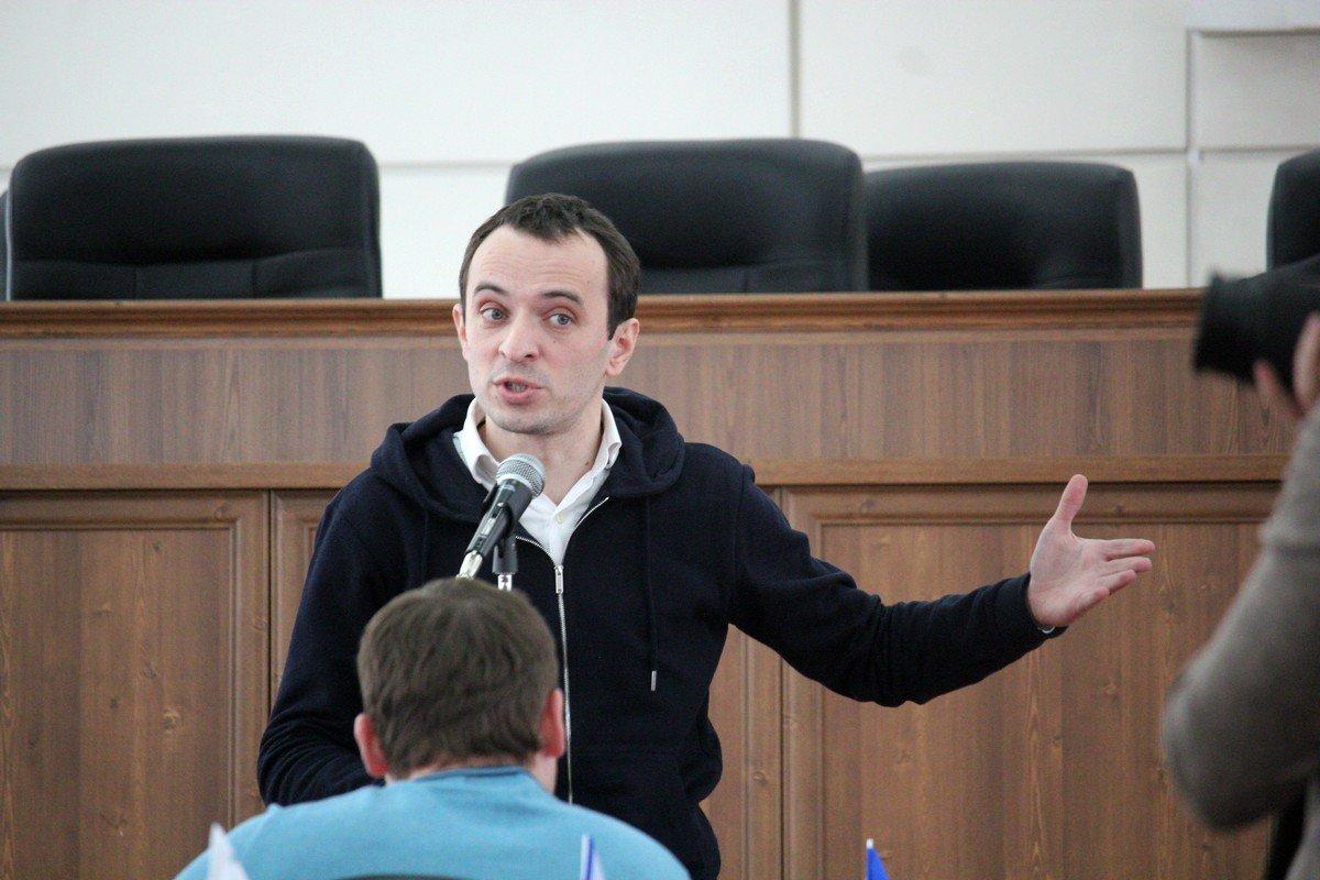 Дмитрий Бычков рассказывает о важности развития спортивных секций в Никополе
