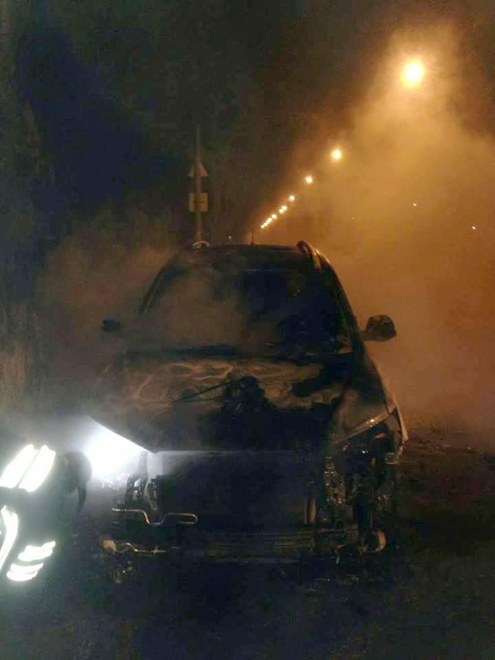 В Никополе ночью горел автомобиль Hyundai Santa Fe