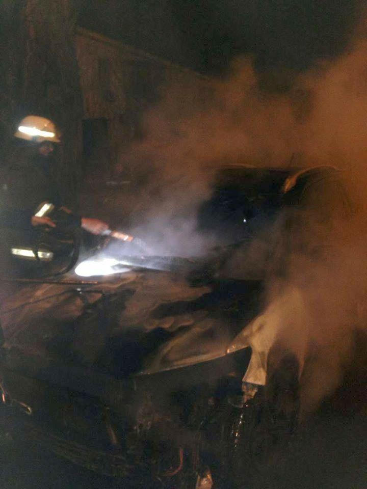 Пожар случился на временной стоянке для машин