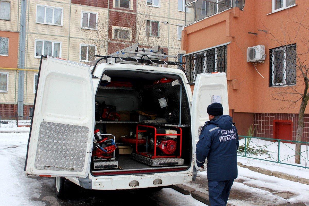 За 10 минут пожарным удалось освободить бабушку, которая заперлась в квартире