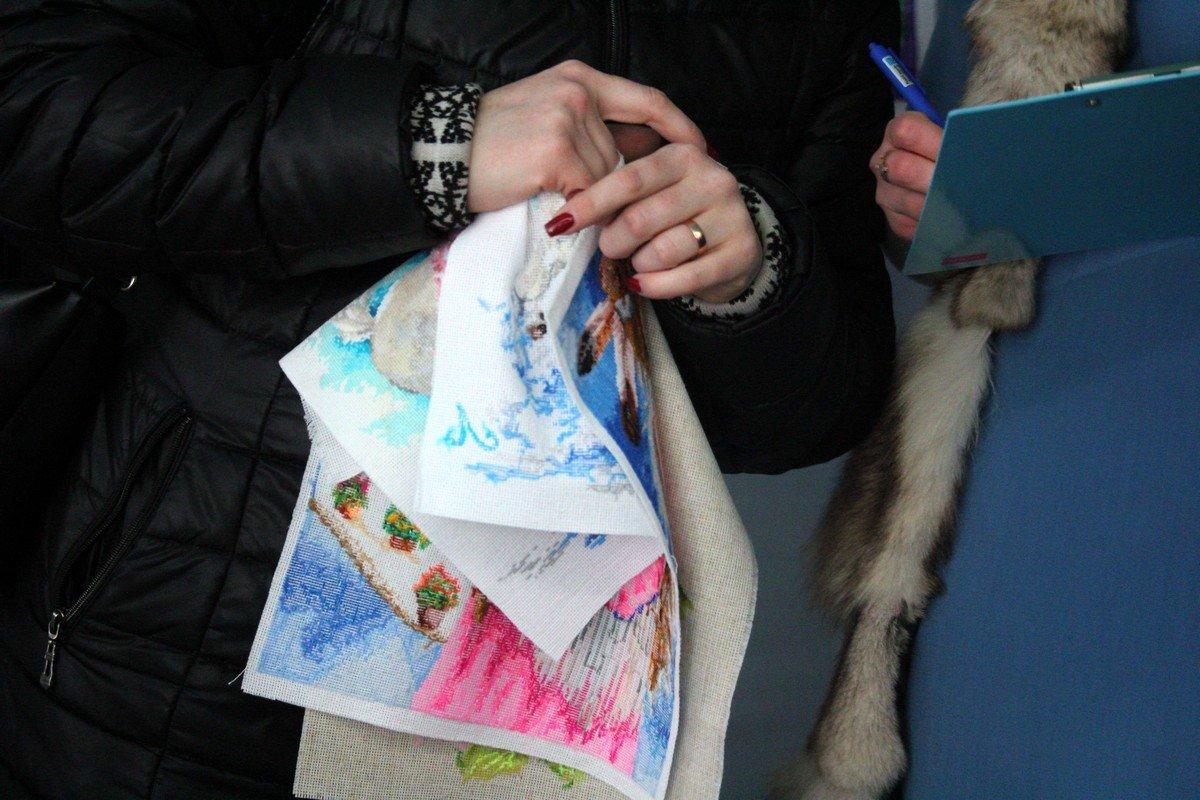 Ольга Коник купила картины на общую сумму 470 гривен