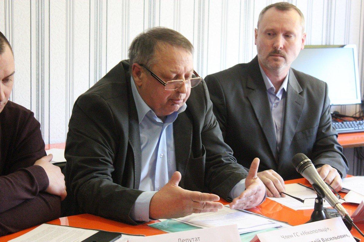 Перед журналистами выступил адвокат Анатолий Сиротенко