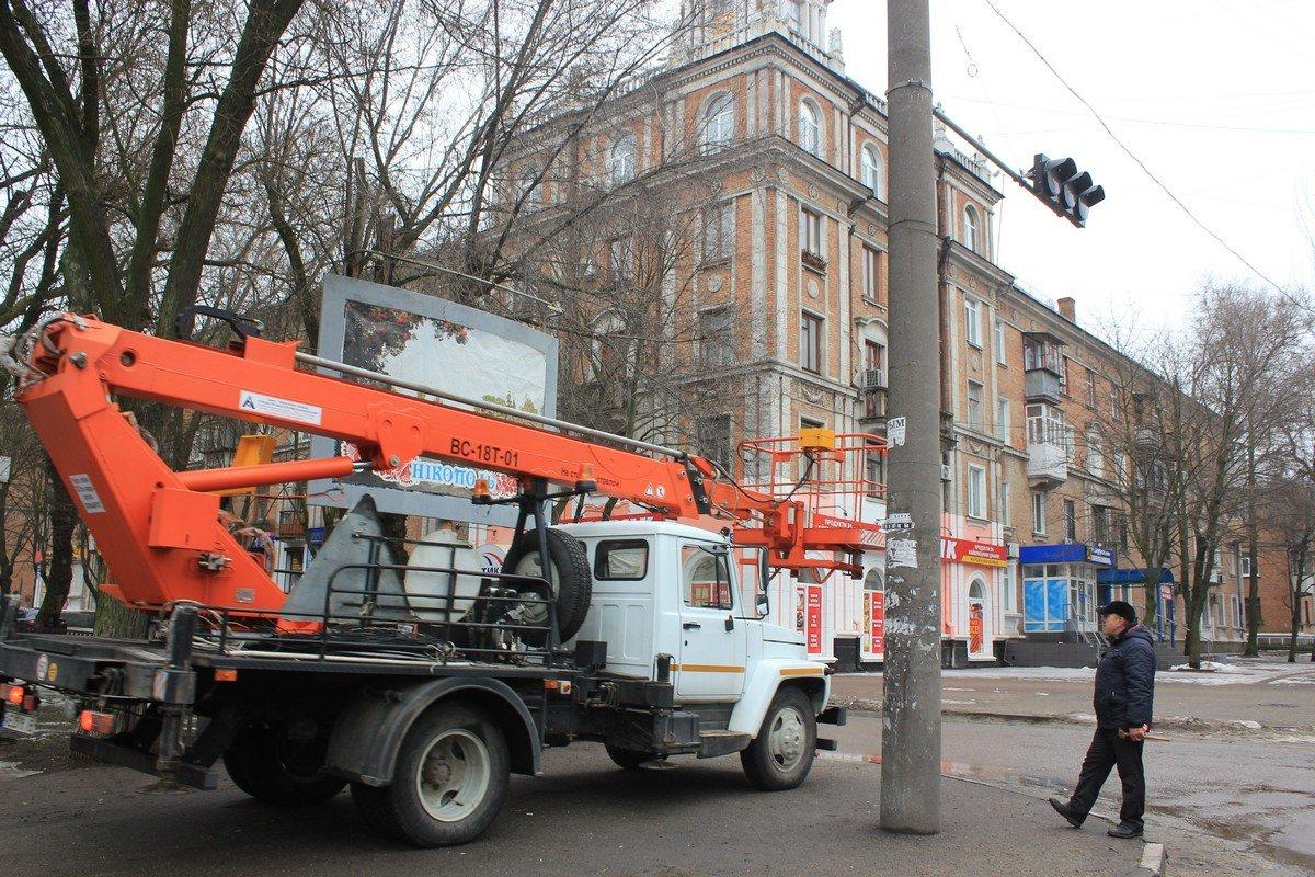 """Сотрудники """"Горавтодор-1"""" установили новый светофор"""