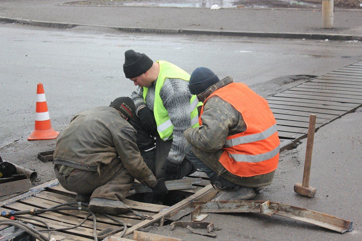 "Сотрудники ""Горавтодор-1"" проводят ремонт ливневки"