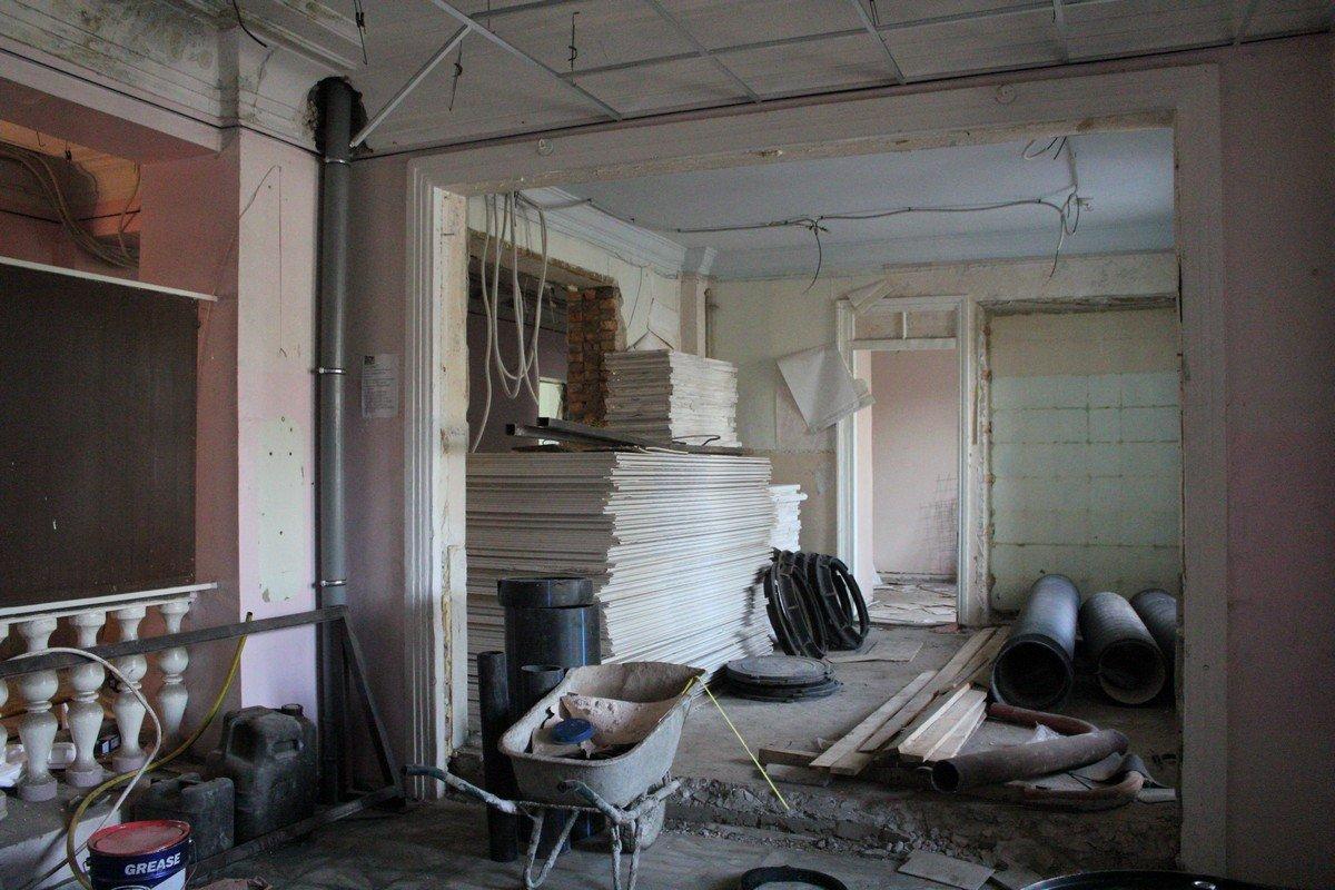 На реконструкцию здания из областного бюджета выделили 26 миллионов 224 тысячи 393гривны