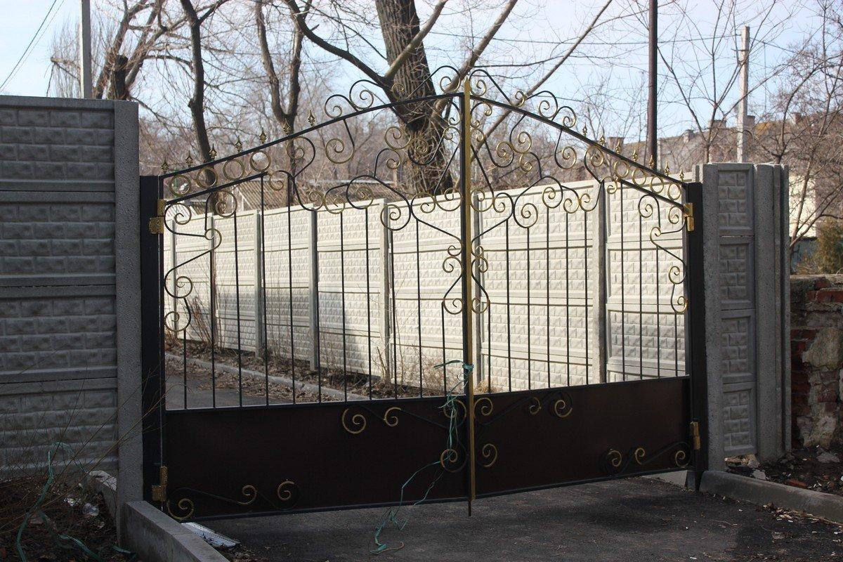 Установили новые ворота и забор
