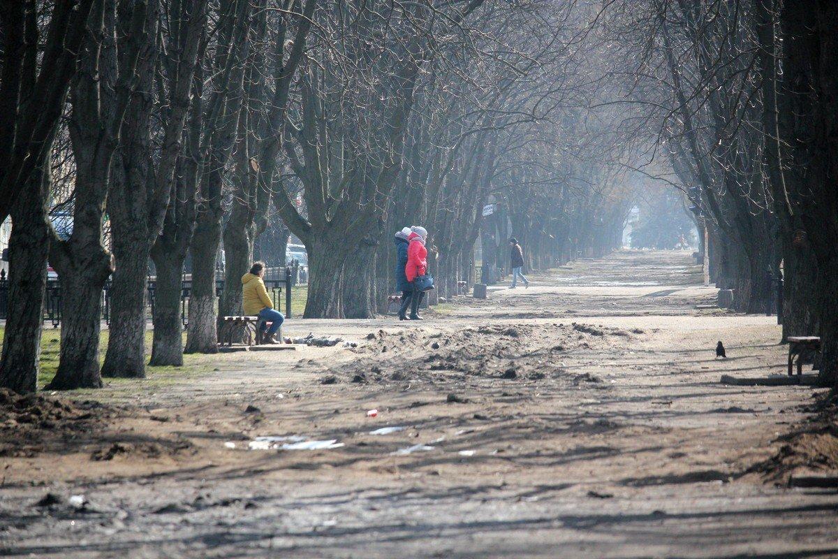 Для пешеходов аллея - полоса препятствий