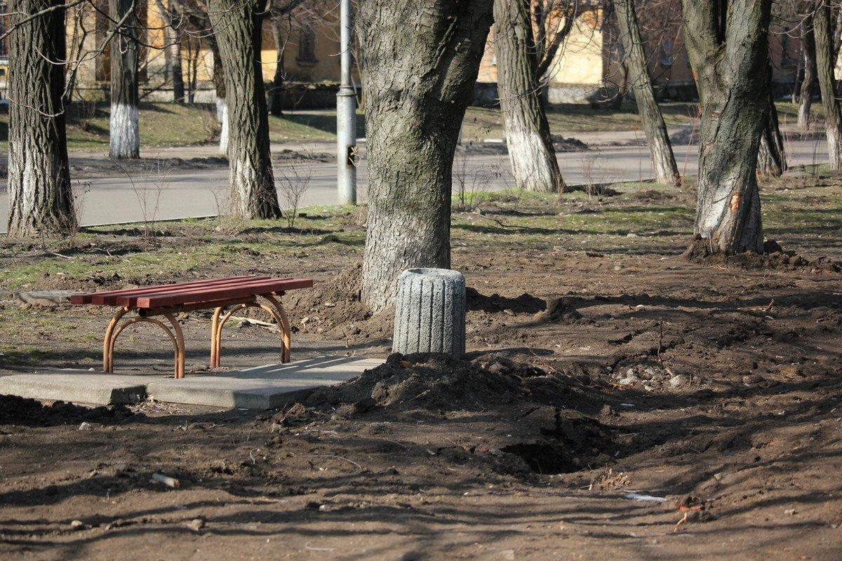 Несмотря на весеннее солнышко, жители Никополя не спешат на любимую аллею