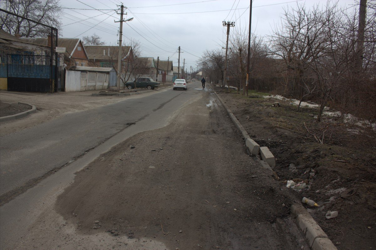 Ремонт водопровода на Довгалевской сделали после её капремонта, а восстановить бордюры забыли