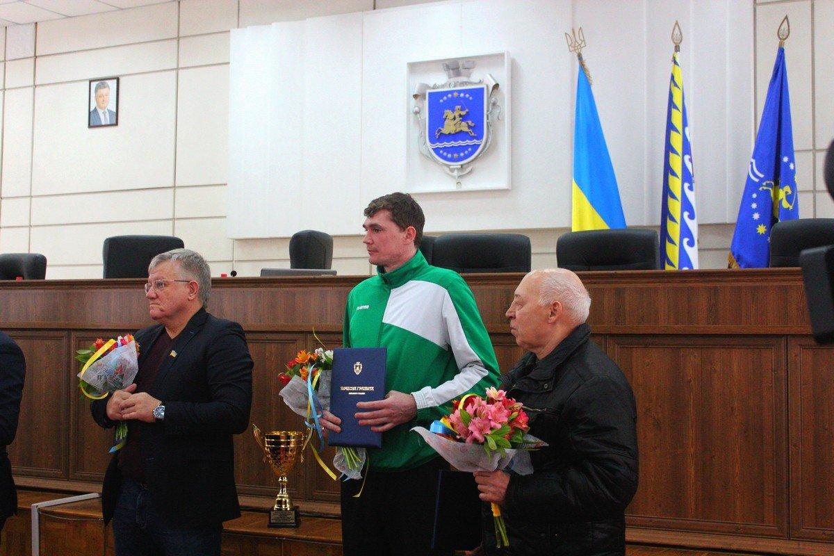 Сегодняшнее заседание началась с поздравлений спортсменов Никополя
