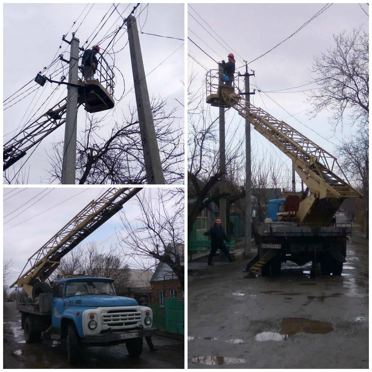 На поселке Северном устанавливают новые линии электропередач