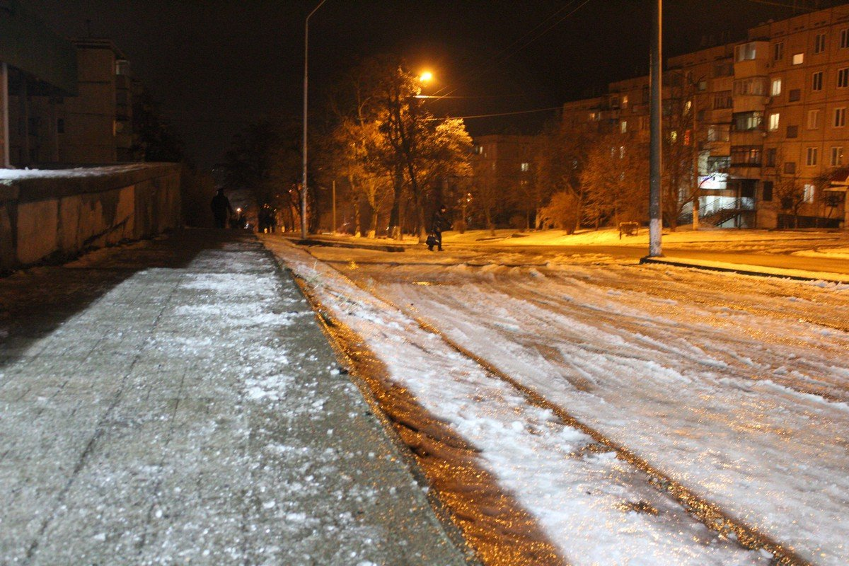 Пешеходы вынуждены передвигаться по проезжей части
