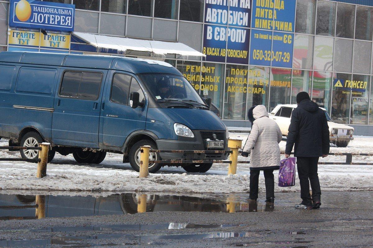 Глубокие лужи на Автовокзале