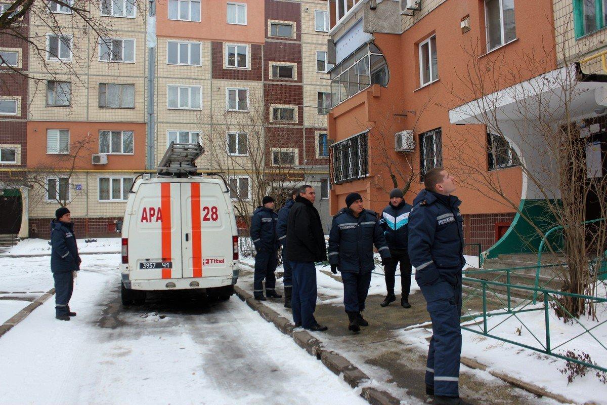 Через окно 3 этажа пожарные проникли в квартиру