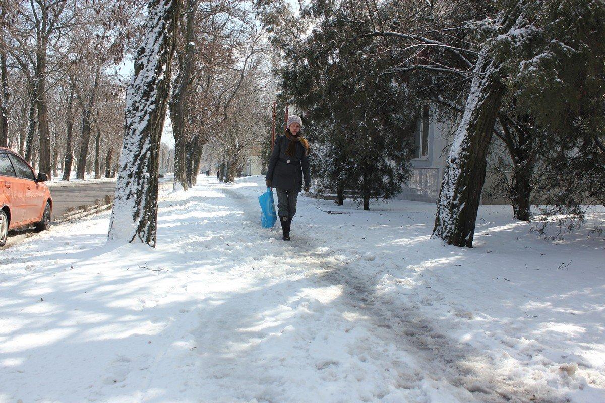 Тротуары на Соцгороде засыпаны снегом