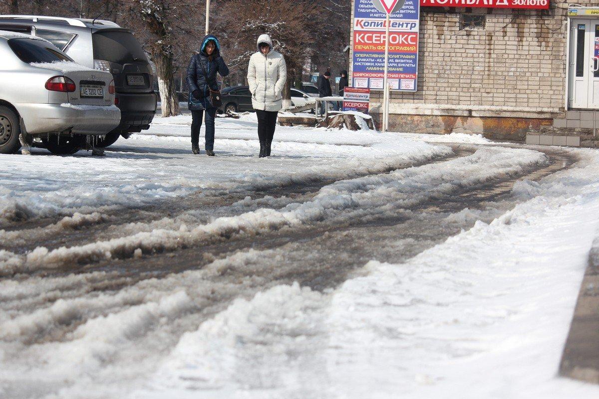 Пешеходы преодолевают трудности