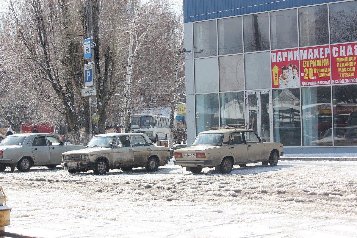 Стоянка машин возле Автовокзала не почищена