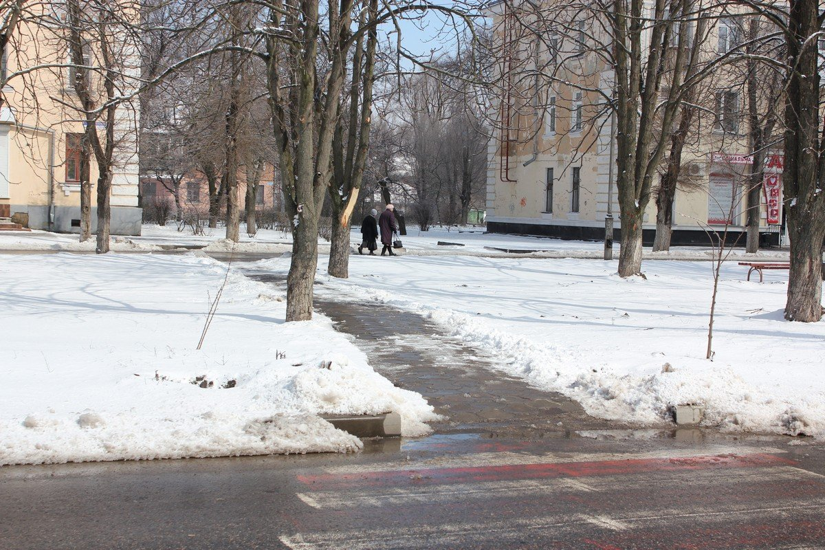 Между Элит-Клубом и Соцгородом тротуары почищены
