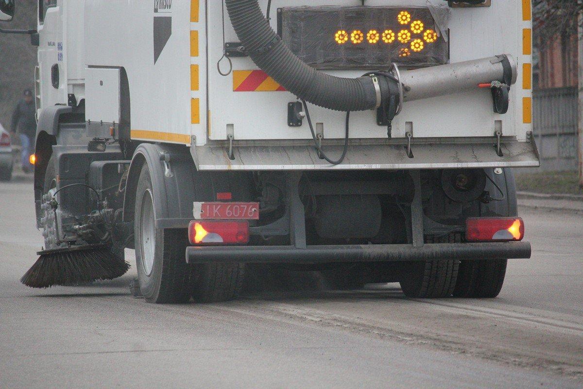 Технические возможности машины не позволяют собрать посыпочный материал с дороги