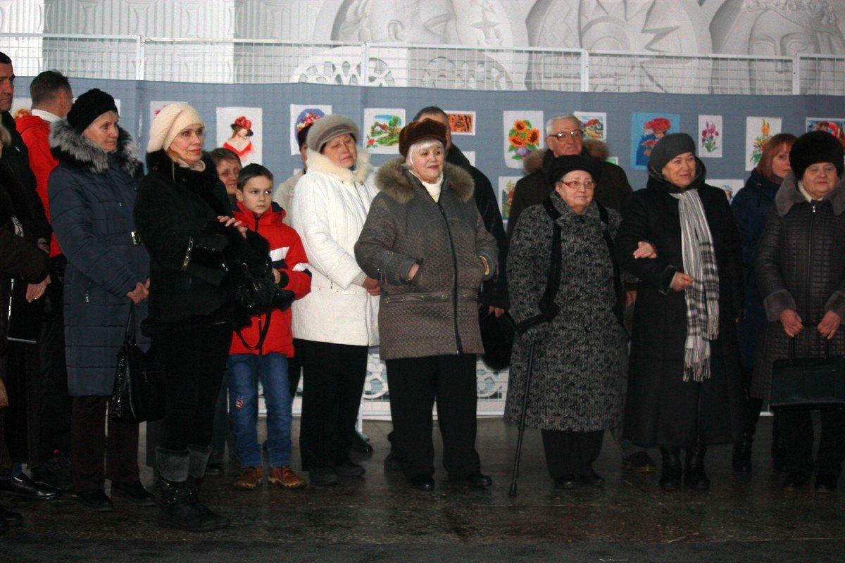 Поддержать мастерицу Валентину Шарантай пришли две дочери и близкие люди