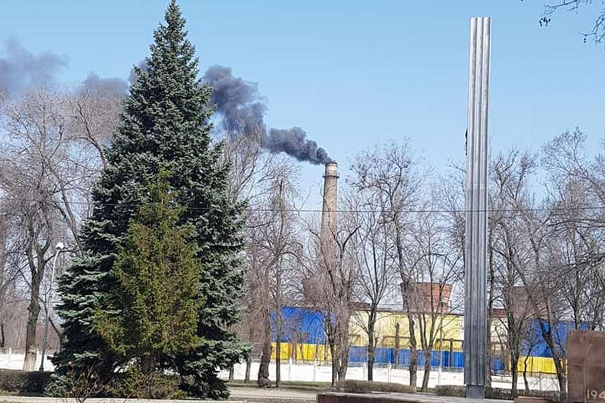 Никопольчане успели зафиксировать черный дым