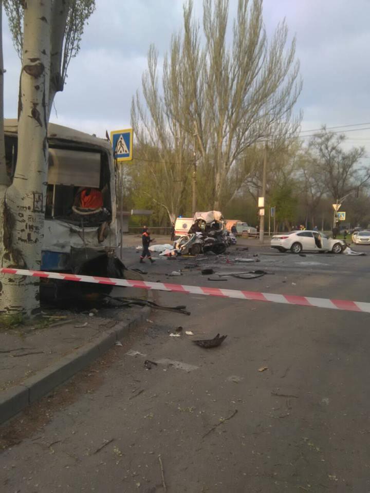 Авария случилась на перекрестке ранним утром