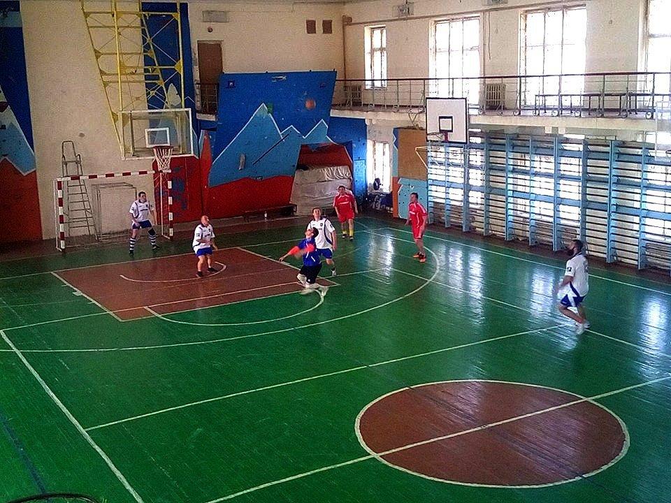 В игре по мини-футболу команда депутатов из Никополя проиграла