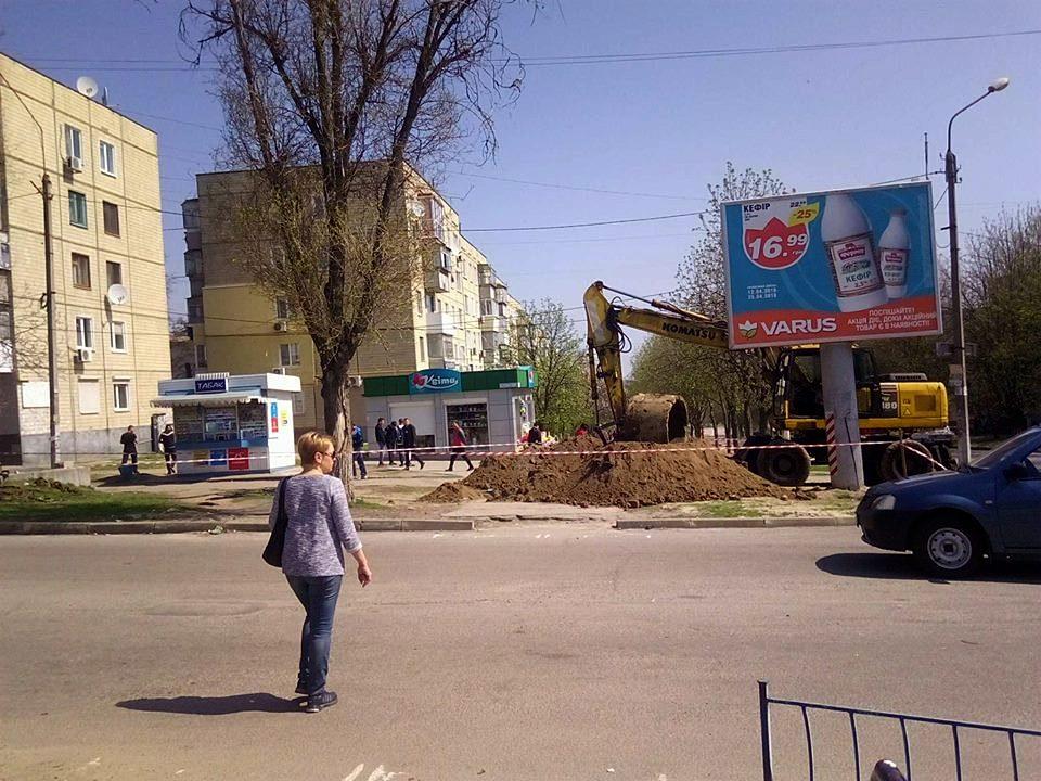 В Никополе на улице Шевченко демонтируют теплосеть