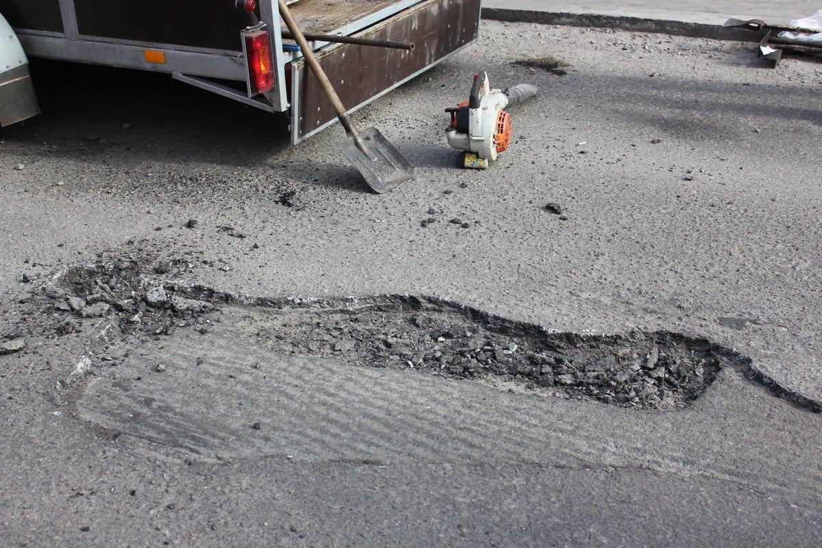 В планах коммунальщиков большой список участков дорог, где будут заделывать ямы с помощью современной чудо машины