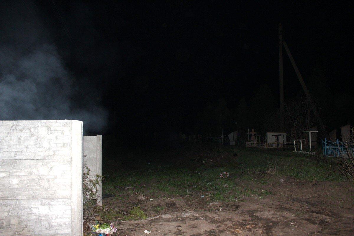 Вандалы ежегодно орудуют на кладбище