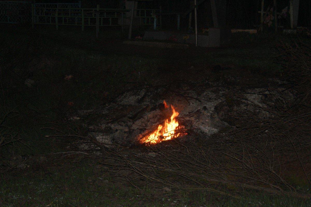 Пожар заметил сотрудник ритуальной службы