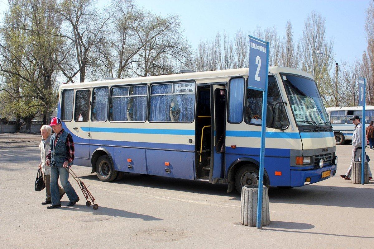 Рейсовые автобусы ломаются в пути и пассажиры вынуждены добираться в Никополь самостоятельно