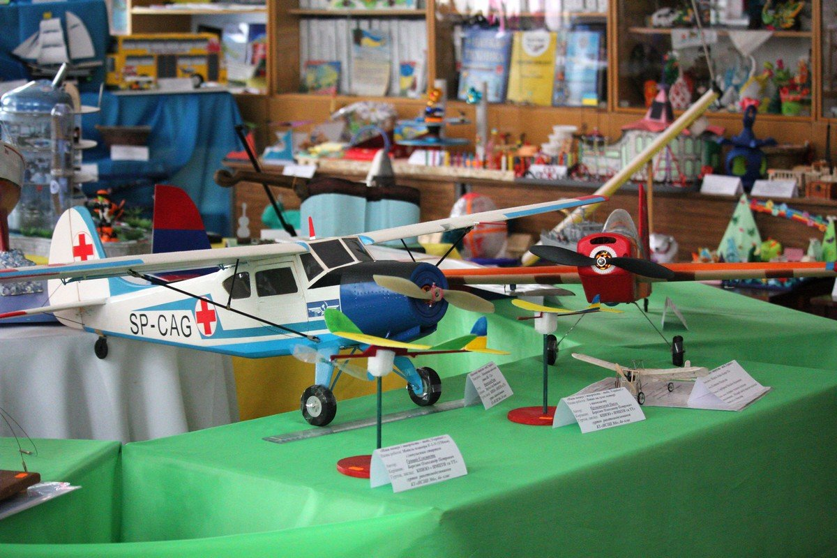 На выставке представлено более 300 детских работ из Никополя и района