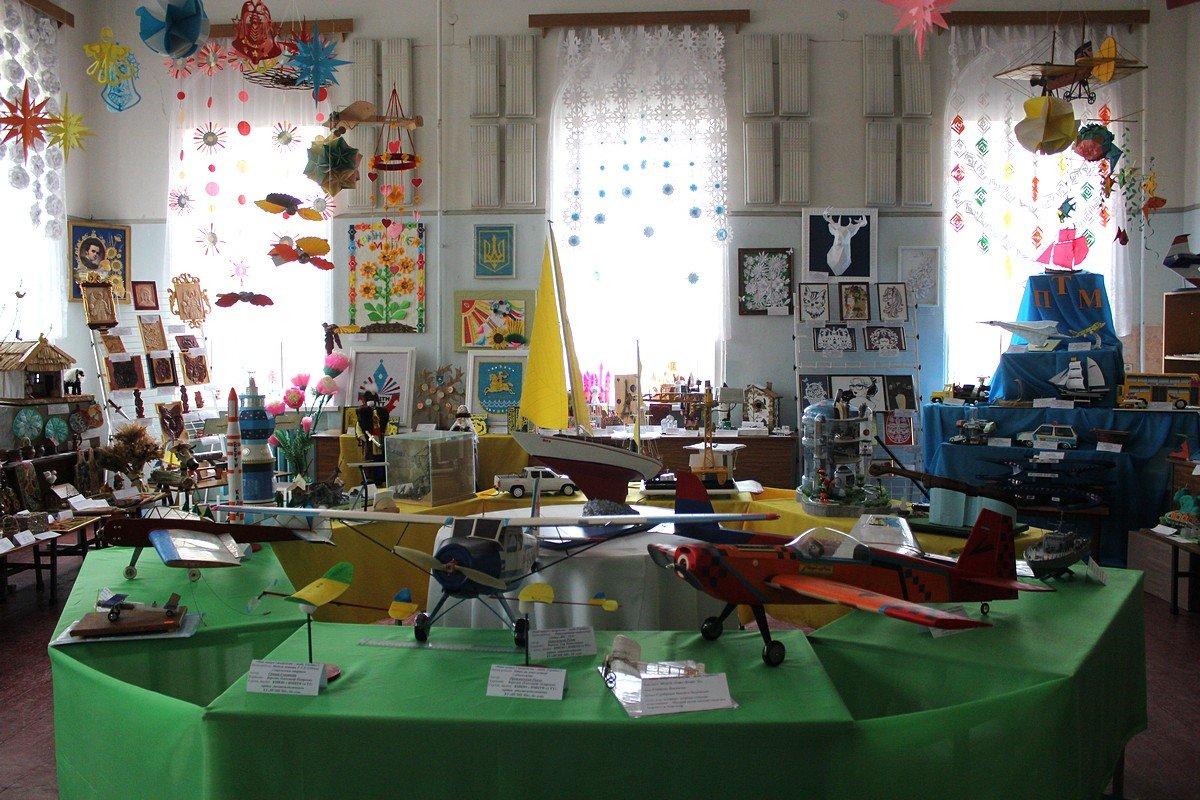 18 апреля в Никополе открылась выставка детского научно-технического творчества