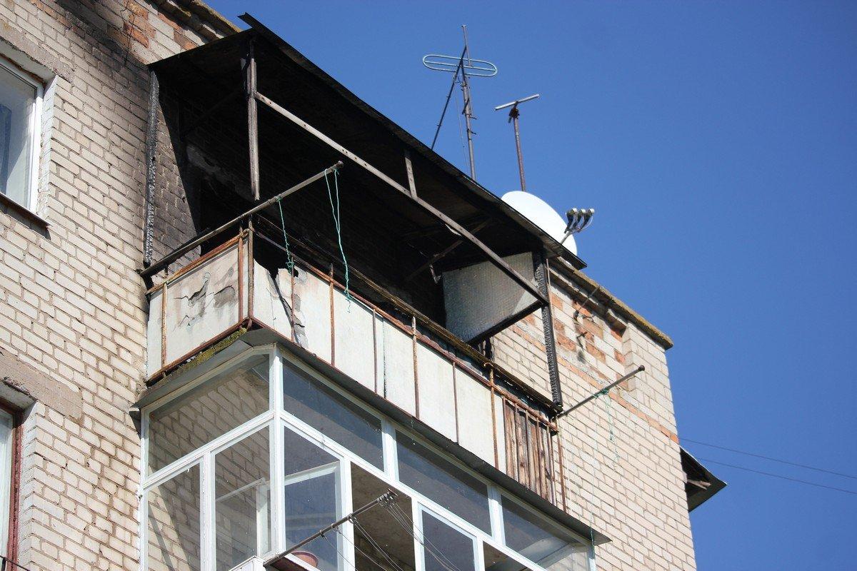 На улице Трубников загорелся балкон