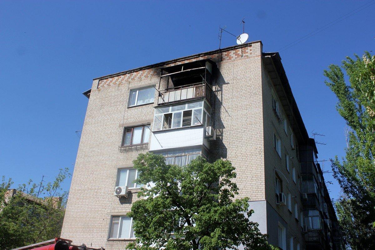 Как горит балкон на 5 этаже увидели соседи снизу
