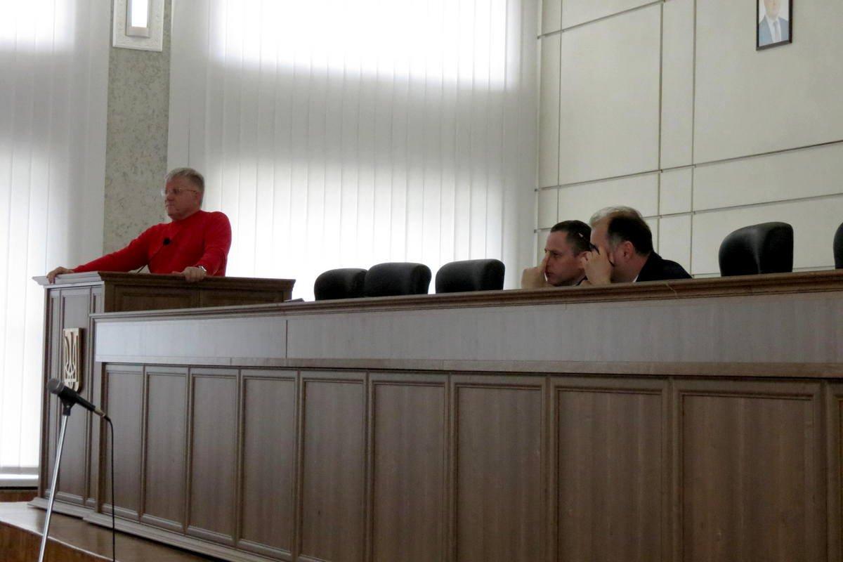 Спешка возникла из-за отмены мэром одного изрешений 33-й сессии горсовета