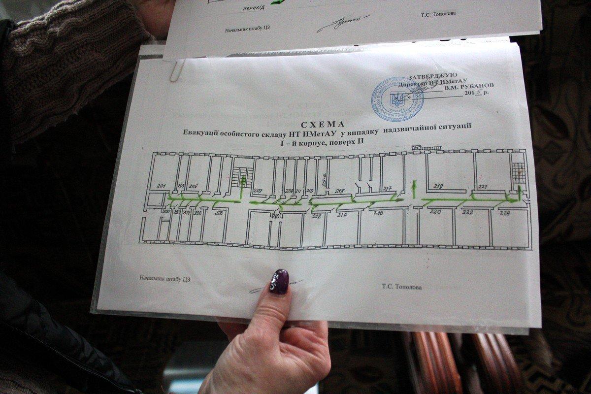 План эвакуации в надежных руках Татьяны Тополовой, которая отвечает за безопасность в техникуме