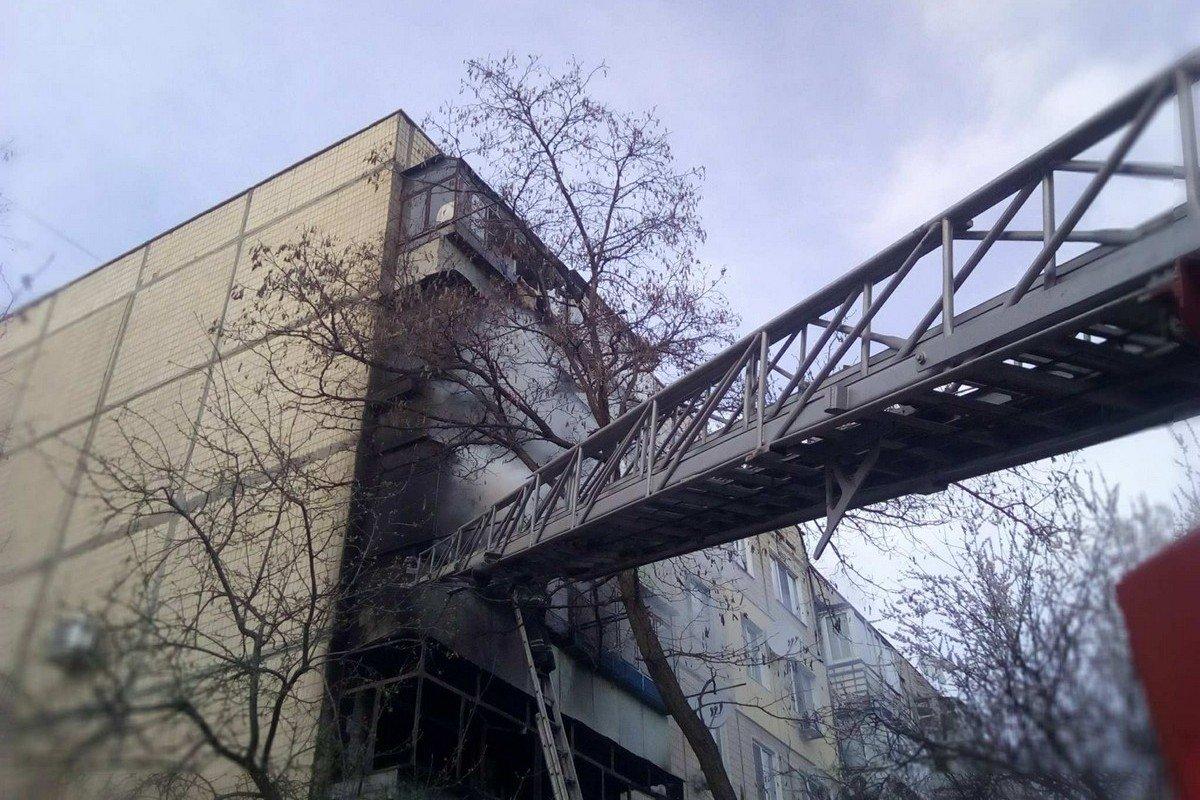 Огонь перекинулся на 3-й этаж