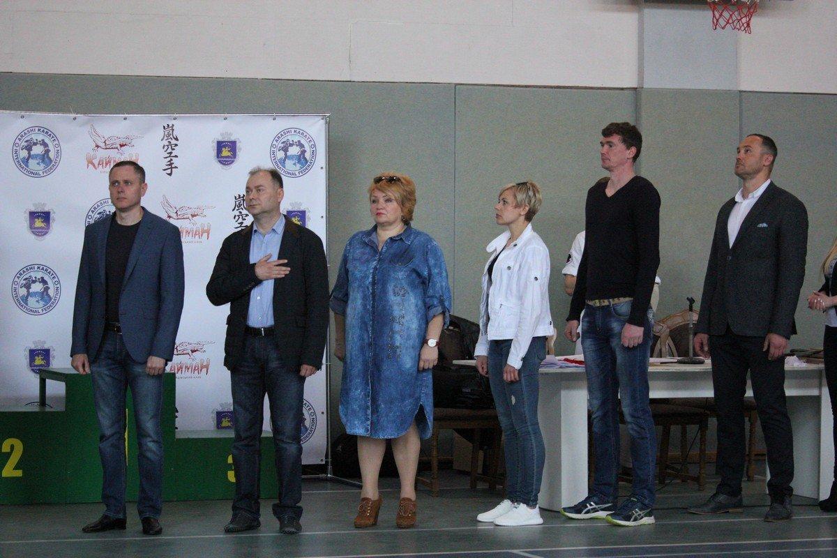 Торжественную часть открыли гимном Украины