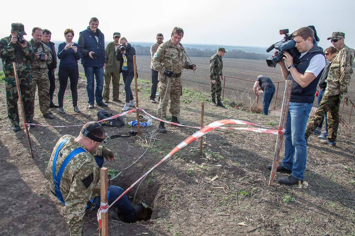 Во время осмотра в верхней части кургана обнаружили отверстие размером 0,8 х 0,8 метра