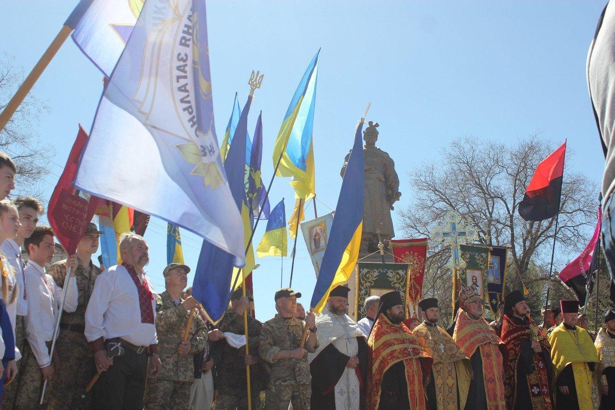 У памятника Богдану Хмельницкому