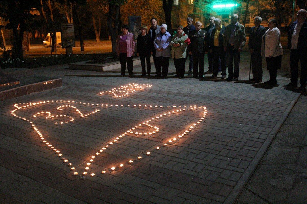 В Никополе зажгли свечу памяти к 32-й годовщине Чернобыльской трагедии