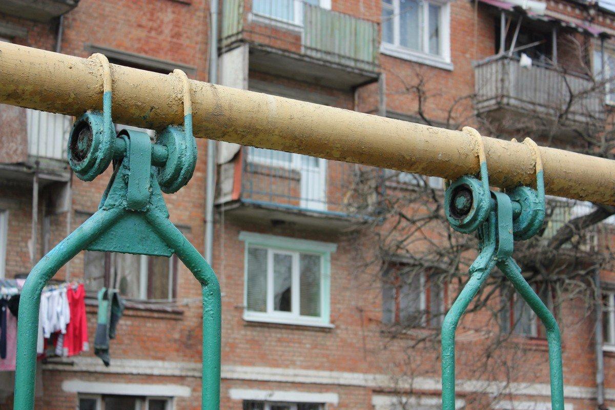 Единственные действующие качели в городе, на которых катались еще дети 80-х