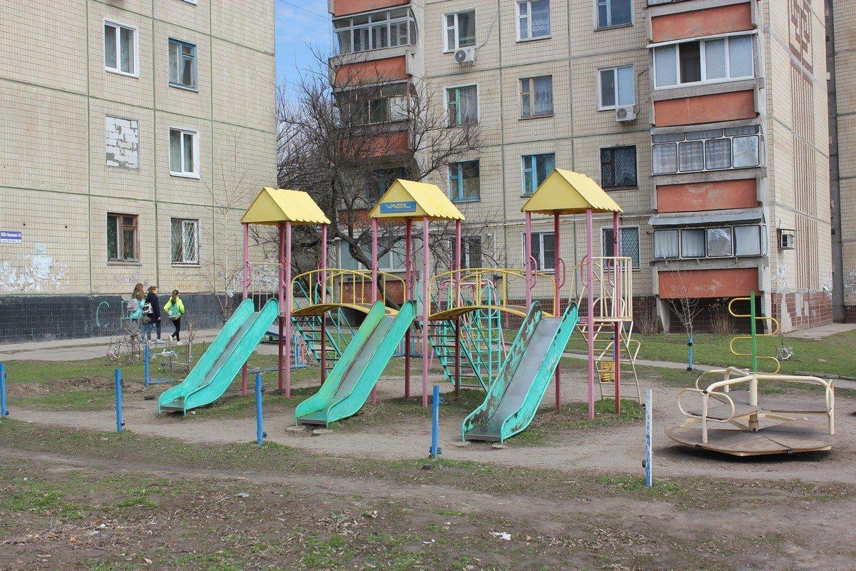Площадка в районе Никопольского культурно-досугового центра на улице Усова