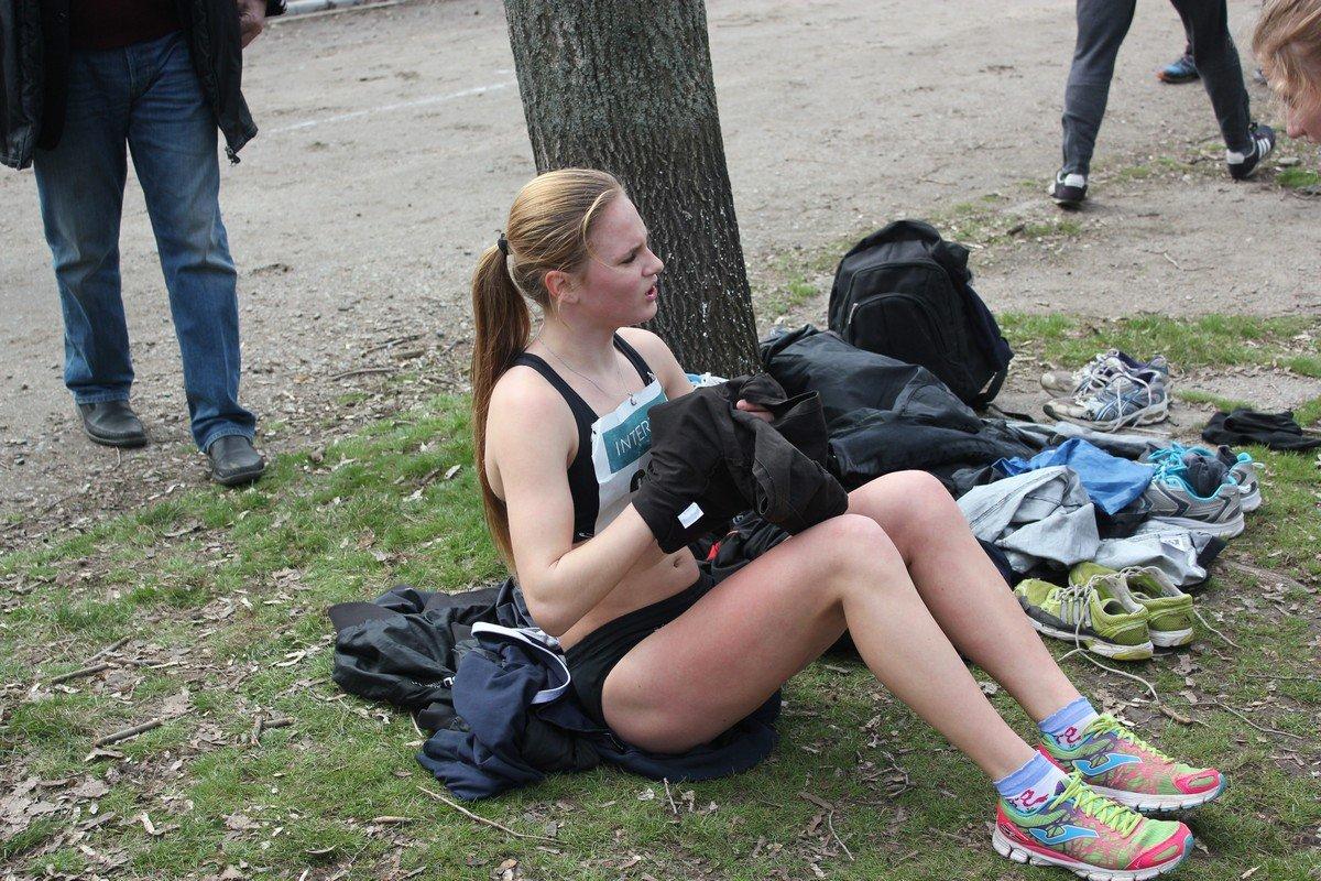 Отдых на траве после финиша