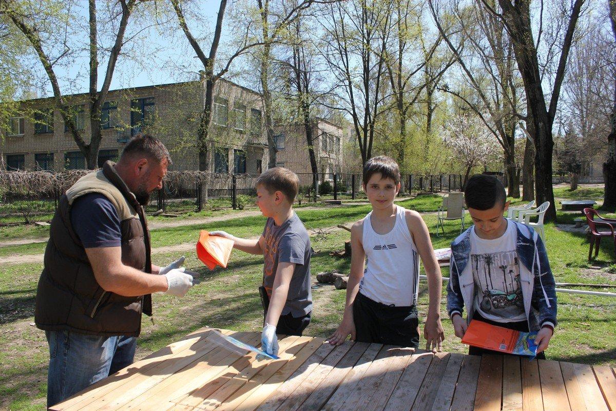 Дети принимали активное участие в субботнике