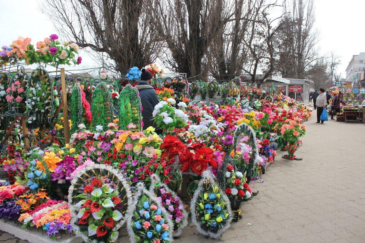 Цветы, букеты, венки в ассортименте