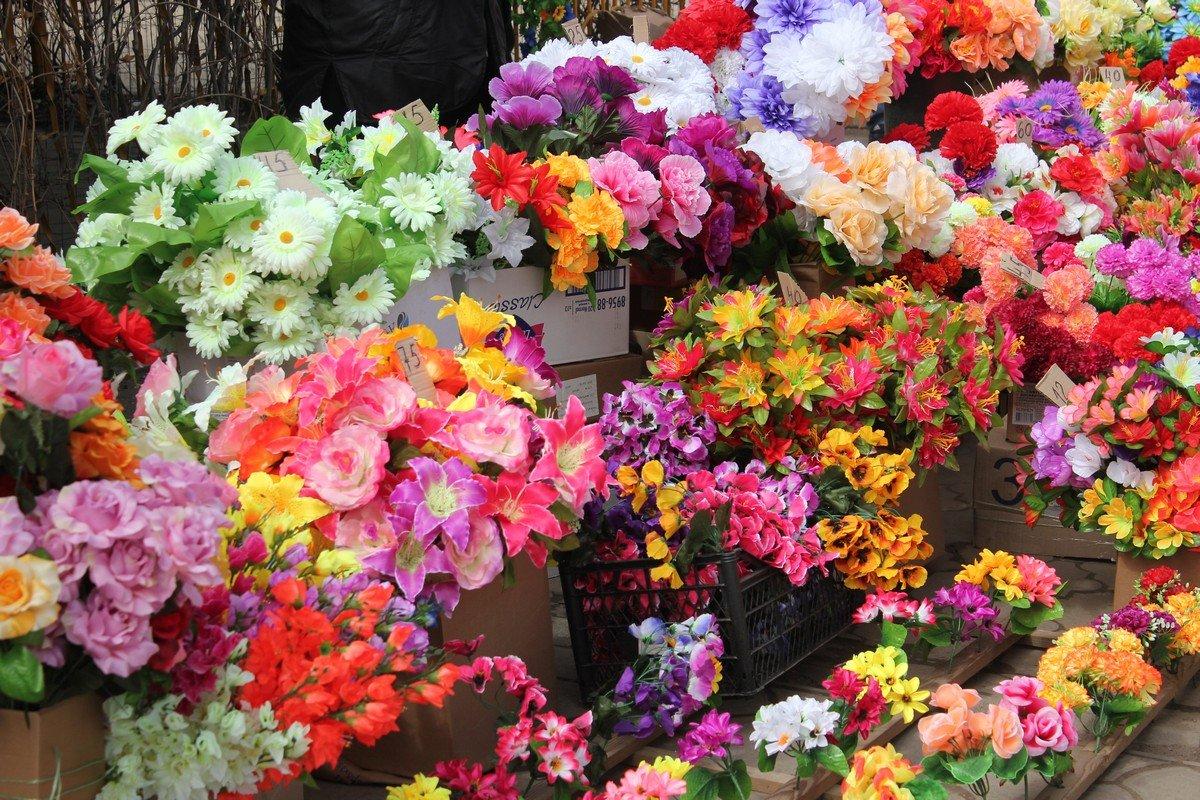 Искусственные цветы в ассортименте
