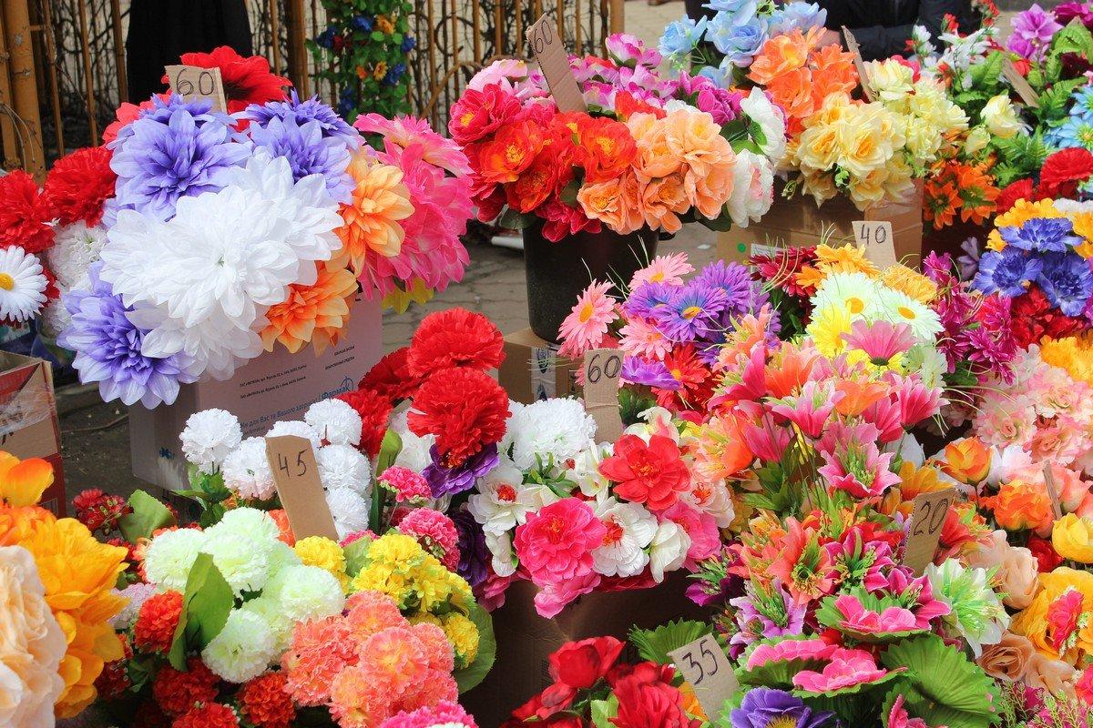 Цветы представлены в ассортименте